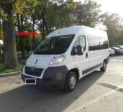 Микроавтобус белый